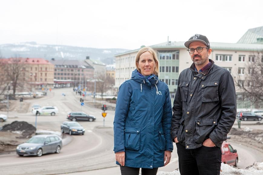 Stina Feil, Sundsvalls kommun, och Oskar Lundblad, Trafikverket, ansvarar för att koordinera trafiken vid alla stora byggprojekt i stan.